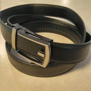 NWT plus-size sleek comfort-click hole-less belt